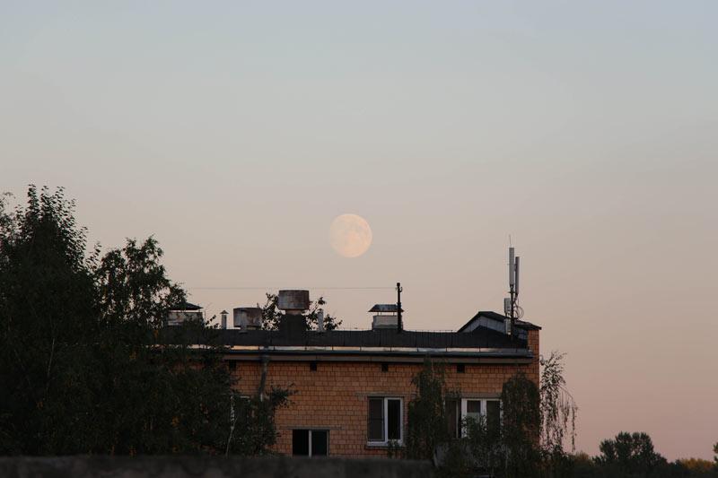 Почти Супер-Луна 7 сентября 19:35. Москва ©  abc2home.ru by Sergey Ov