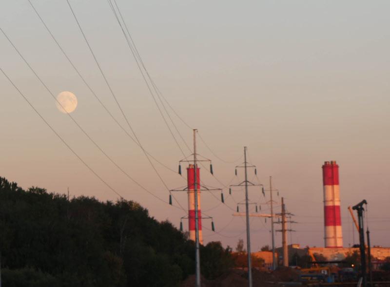 Стройка - Луна перед суперлунием. ©  abc2home.ru by Sergey Ov