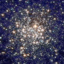 Шаровое звездное скопление в Водолее M2